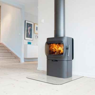 jotul_f_105_black_paint_base_roomset